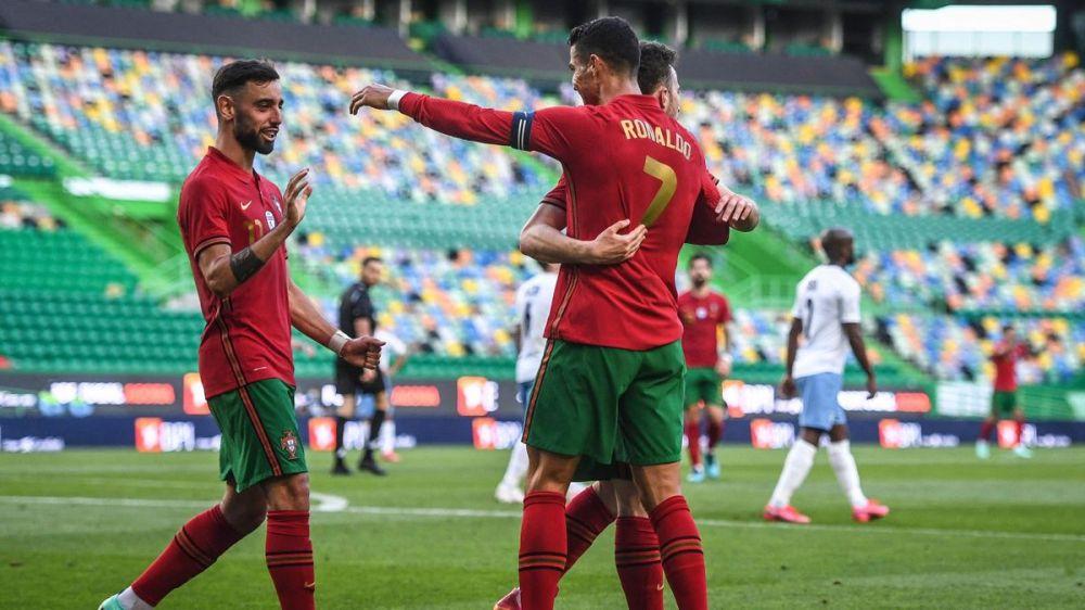 Football news - Cristiano Ronaldo, Bruno Fernandes and Joao Cancelo on  target as Portugal ease past Israel - Eurosport