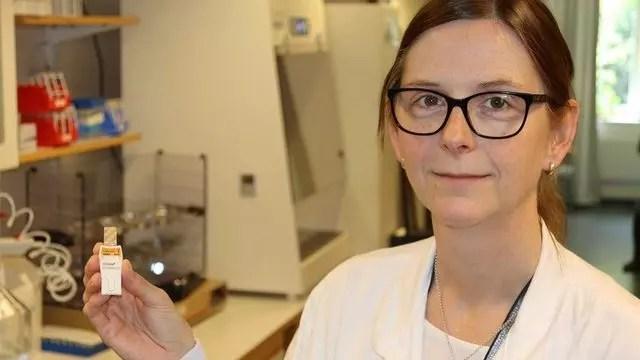 Ingemo Andersson, aşı inhaleri ile birlikte.