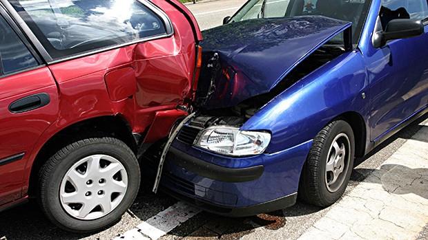 Resultado de imagem para colisão traseira