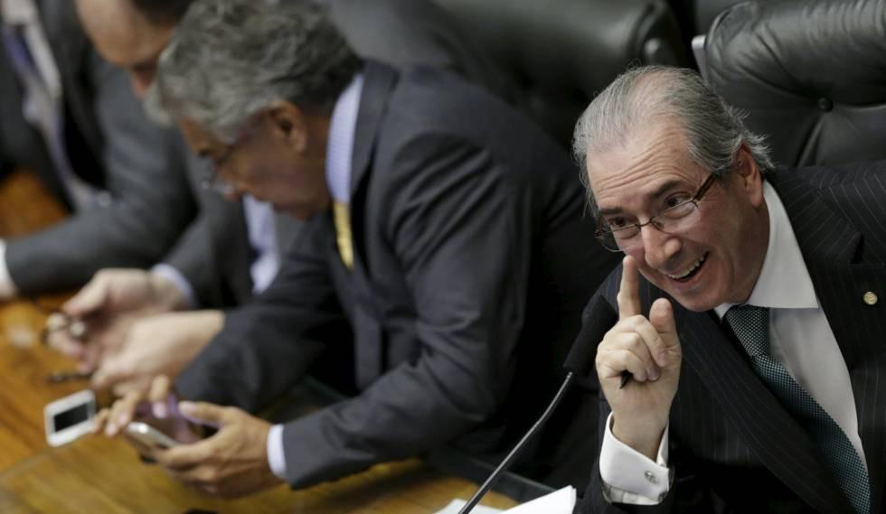 Cunha entrega o impeachment e deve receber anistia em troca