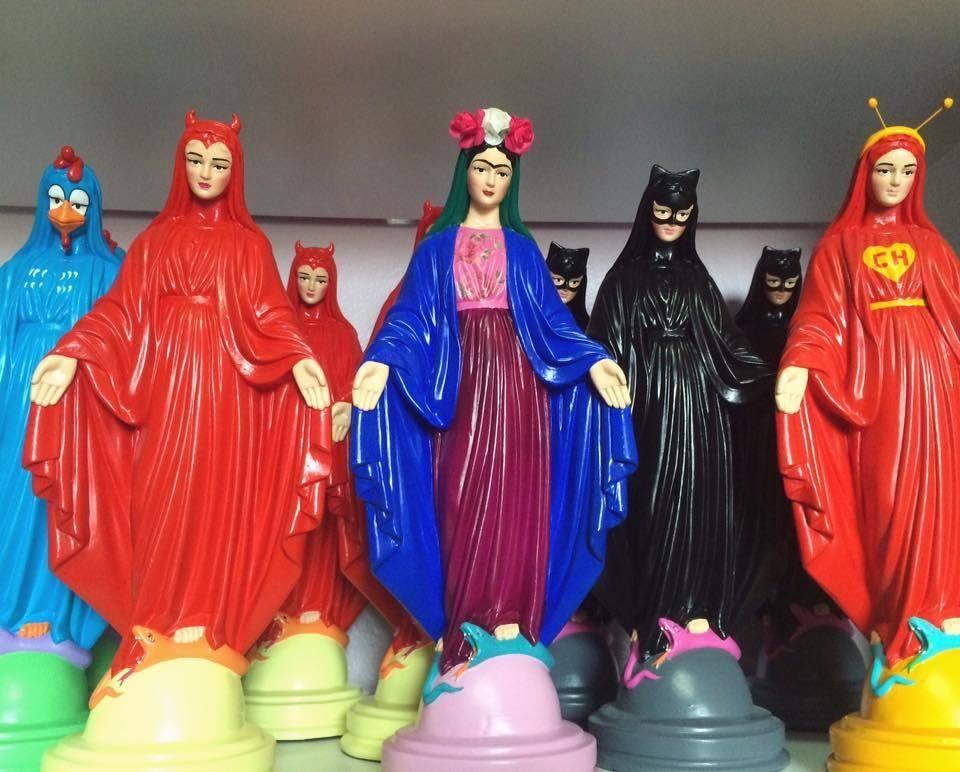 A Justia proibiu uma artista brasiliense de produzir e comercializar suas esttuas de santos pop