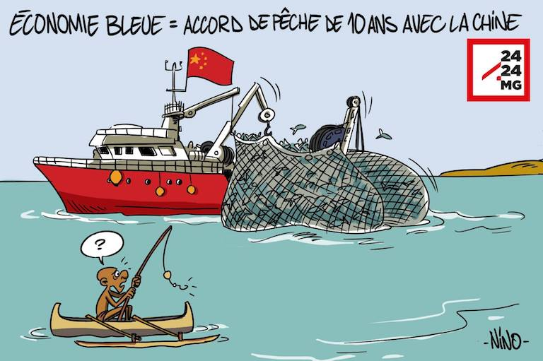 """A cartoon that ran on the Malagasy news site 2424.mg. The caption reads """"Blue Economy = 10-year fishing deal with China."""" Image courtesy of 2424.mg."""
