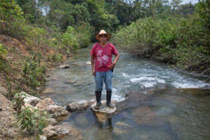 Lucas Jorge Garcia, miembro de la Resistencia Pacífica Ixquisis, se enfrenta al proyecto de la hidroeléctrica San Mateo en Guatemala. Foto: Global Witness / James Rodriguez.