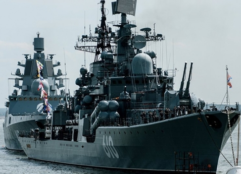 EUA e Rússia trocam acusações sobre quase colisão de navios