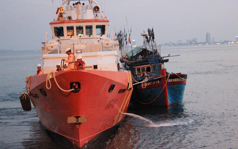 cứu hộ, ngư dân, gặp nạn, Hoàng Sa, tàu cảnh sát biển