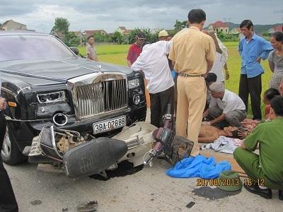 xe Rolls – Royce Phantom in hình rồng; tai nạn