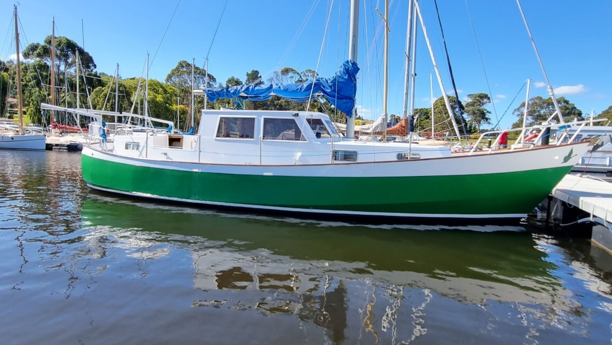 Bollard 38 Motorsailer Green Goose Sail Monohulls