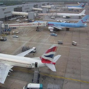 Gatwick Airport lounge opens to more travellers