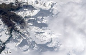 Volcanic ash cloud affects Edinburgh Airport