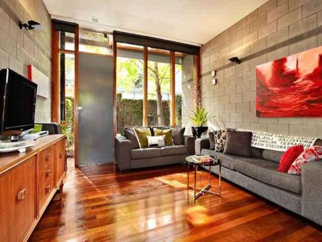 Ao aliar o concreto aparente com diversas técnicas de decoração, o projeto conquista mais estética e deixa o ambiente mais expressivo (Reprodução Internet/jfpremoldados)