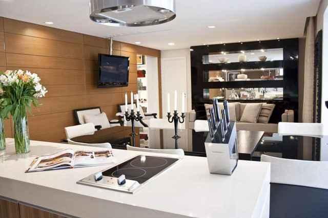 A proposta integra cozinha, sala de jantar e área de convivência %u2013 considerados os ambientes mais socais de qualquer residência (Divulgação/Ana Andrade)