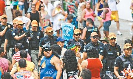 Image result for polícia no carnaval de pernambuco