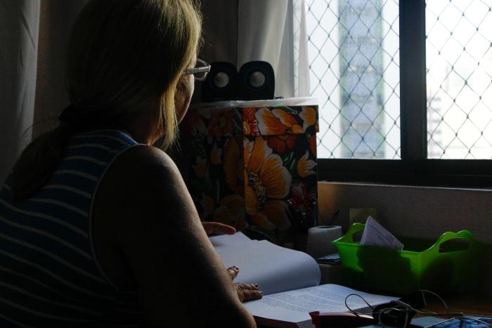 Conciliar a vida em família com os estudos é um desafio, diz Helena (nome fictício). Foto: Shilton Araújo/Esp.DP.