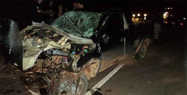 Os motoristas dos dois carros morreram no local. (Corpo de Bombeiros/Divulgação)
