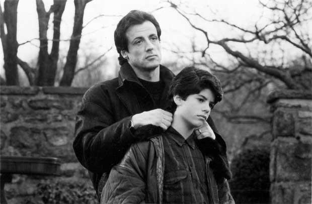 Sylvester Stallone em cena ao lado do fiho Sage Stallone no filme 'Rocky V', de 1990 ( (REUTERS/Courtesy MGM/UA/Handout ))