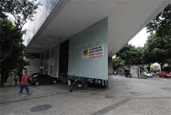 O prédio na Avenida Getúlio Vargas está vazio há cerca de dois anos