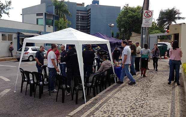 Policiais federais estão concentrados na frente da sede da Polícia Federal no Bairro Gutierrez ( Sindicato dos Policias Federais em Minas Gerais/ Divulgação)