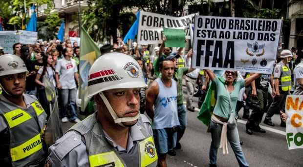 Cerca de 400 pessoas participaram de movimento na Praça da Sé (CRIS FAGA/FOX PRESS PHOTO/ESTADÃO CONTEÚDO)