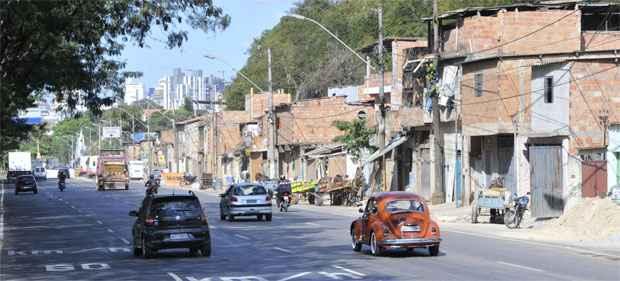 Avenida Presidente Juscelino Kubitschek, que liga a Tereza Cristina à Silva Lobo, será engolida pela barragem (Maria Tereza Correia/EM/D.A Press)