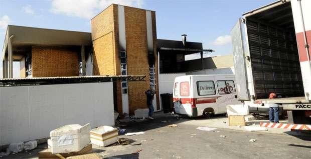 Fogo atingiu o segundo andar da edificação. A estrutura não foi danificada, segundo os bombeiros (Jair Amaral/EM/DA Press)