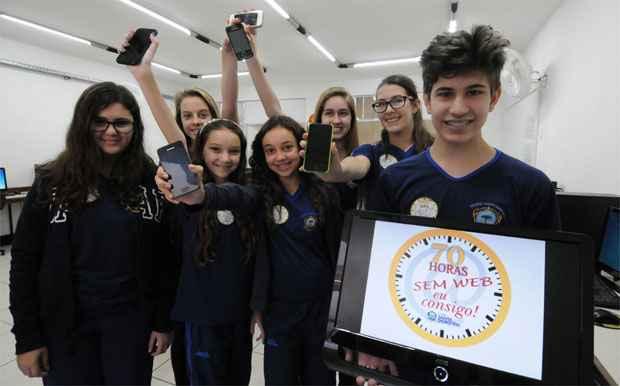 Alunos do colégio Santa Dorotéia foram desafiados pela escola a passar 70 horas sem acesso à web: muitos conseguiram (Beto Novaes/EM/DA Press)
