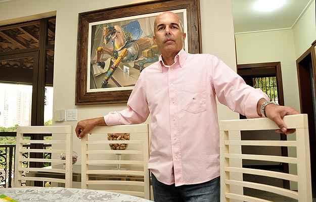 Corretor de imóveis há mais de 30 anos, Dalmo Fraga prefere apostar em terrenos em Nova Lima, Região Metropolitana de Belo Horizonte  (Eduardo de Almeida/RA Studio)