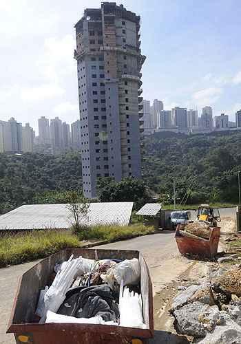 Reaproveitamento de resíduos em obras, com o uso de caçambas para separar materiais como concreto, madeira e lixo (Jair Amaral/EM/D.A Press)