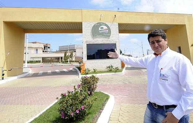 Celso Luiz Lima, da Granville Netimóveis, apresenta o Condomínio Estância Silveira, na área central de Contagem: diferencial (Jair Amaral/EM/D.A Press)