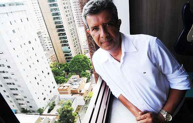 O economista Odílio Braz Valeiro Júnior saiu de um condomínio em Nova Lima para morar com a família em Lourdes  (Cristina Horta/EM/D.A Press)