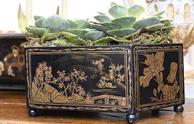 Jardineira sextavada, inglesa, século 19 (Gladyston Rodrigues/EM/D.A Press)