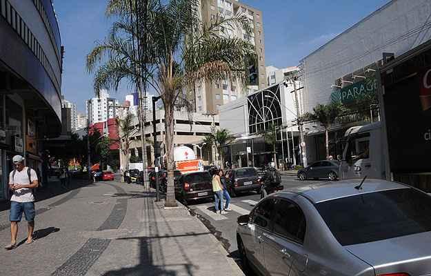 Principal via do bairro, a Avenida Professor Mário Werneck tem infraestrutura comercial completa (Paulo Filgueiras/EM/D.A Press - 23/5/14)