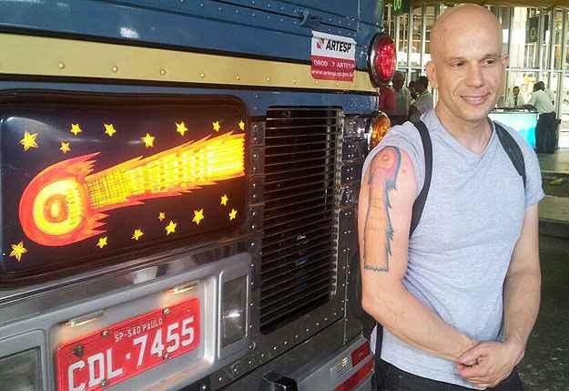André Accarini possui três tatuagens com relação à Cometa (Viação Cometa/Divulgação)