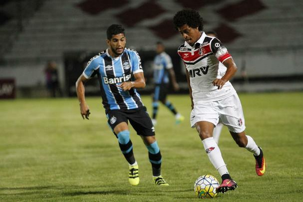 Santa Cruz cresceu no segundo tempo quando marcou todos os gols sobre o Grêmio