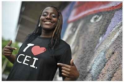 Moradora da cidade de Ceilândia, a estudante Ruth Itunu Adewonuola, de 18 anos, representará o Brasil na 55ª Comissão sobre Narcóticos e Drogas das Nações Unidas, em Viena, na Áustria (Marcello Casal Jr/ABr)