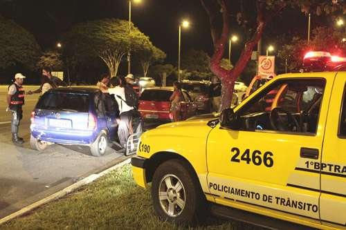 Blitz do BPTran: condutores estão mais conscientes, mas lei seca ainda flagra um motorista a cada duas horas (Viola Júnior/Esp. CB/D.A Press - 9/2/13)