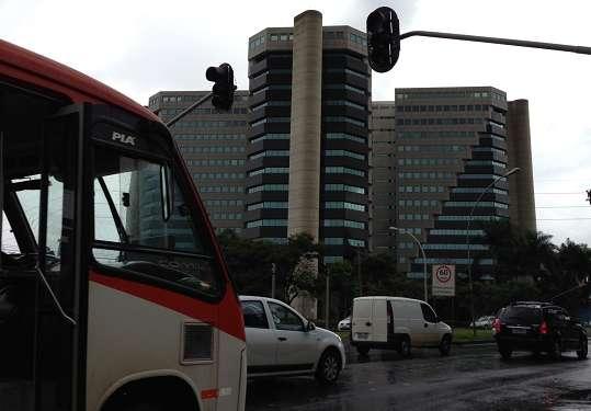Os semáforos da W3 Norte pararam de funcionar por causa da forte chuva que atingiu a cidade no início da tarde desta sexta-feira (Edilson Rodrigues/CB/D.A Press )