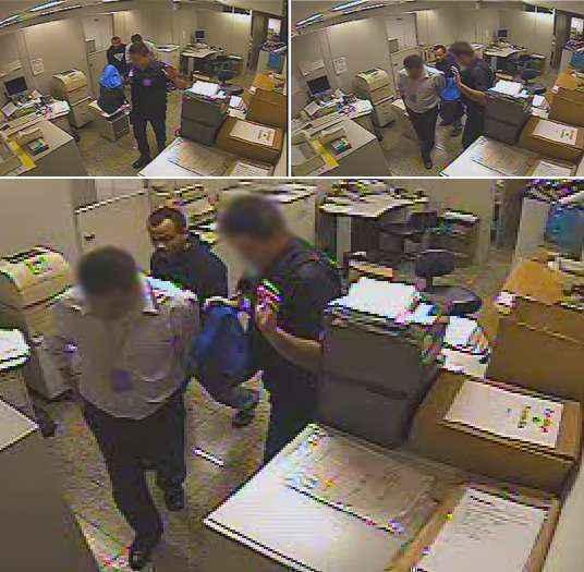 Na imagem, o suspeito rende o segurança da agência e o tesoureiro (Divulgação/Polícia Civil)