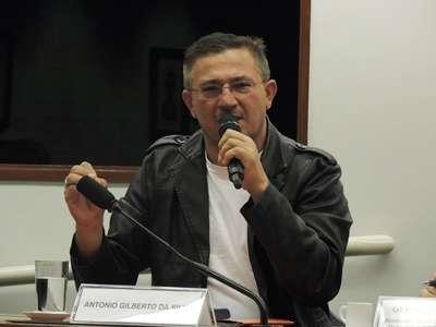 Durante a audiência, Antônio Gilberto passou mal e teve que suspender o jejum. Candidato do 10º exame, ele estava em greve de fome há uma semana, em protesto contra a prova (Nadjara Martins/Esp. CB/DA Press)