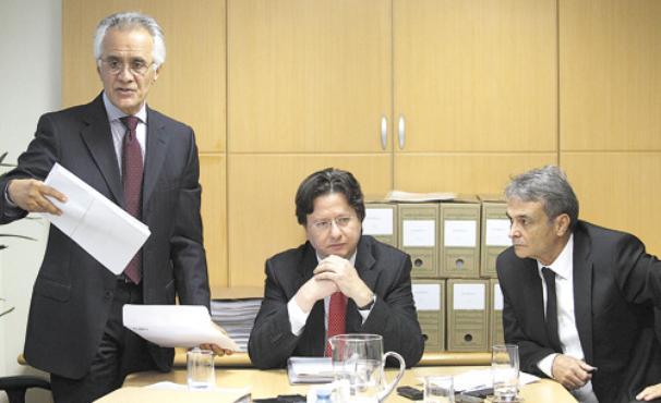 O advogado Sílvio Simonaggio, entre Ramon Hollerbach (E) e Cristiano Paz: esforço para convencer o STF de que não houve desvio de recursos (Epitácio Pessoa/Estadão Conteúdo)