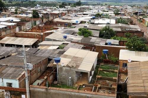 Vista geral do Sol Nascente: após três décadas de ocupação irregular e da ação de grileiros, a antiga área rural sofre com a falta de infraestrutura (Ronaldo de Oliveira/CB/D.A Press)