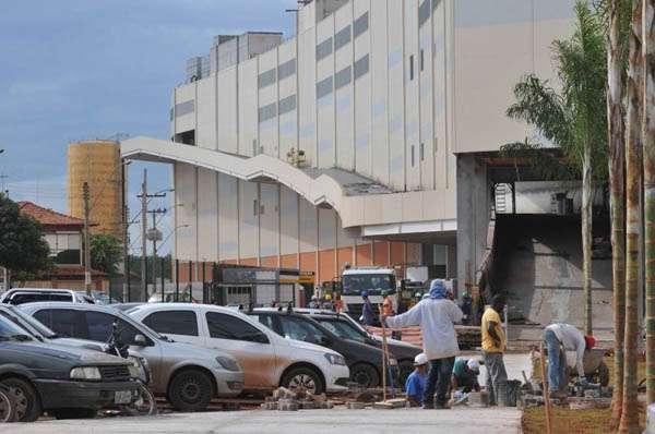 O JK Shopping & Tower deve atender, principalmente, moradores de Taguatinga e de Ceilândia: investimento inicial de quase meio milhão de reais (Breno Fortes/CB/D.A Press)