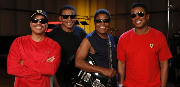 The Jackson Brothers durante ensaio para turnê de Unity, primeira apresentação oficil do grupo sem Michael. Da esquerda pra direita: Marlon, Jackie, Tito e Jermaine Jackson.