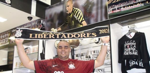 Irmão de Julio Cesar, Caio gerencia loja; uniforme de Sheik é o campeão de venda