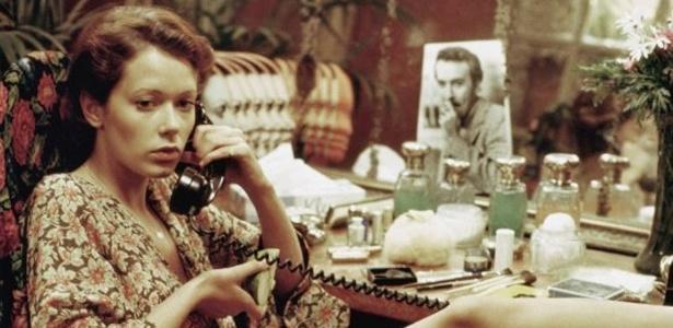 A atriz Sylvia Kristel em cena do filme Emmanuelle (1974), do diretor Just Jaeckin