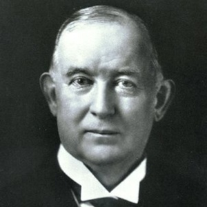 James Buchanan Duke modernizou a indústria tabagista, com máquinas e marketing