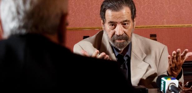 O coronel Paulo Malhães presta depoimento na Comissao da Verdade, no Arquivo Nacional, nesta terça-feira (25)