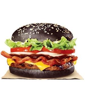 Sucesso no Japão, hambúrguer preto chega no Brasil