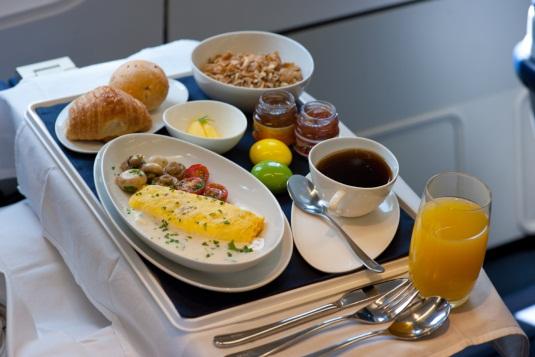 Café da manhã na executiva da Azul. (Divulgação)