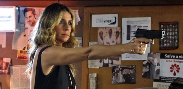 Atena atira em Zé Maria após vê-lo espancando Romero