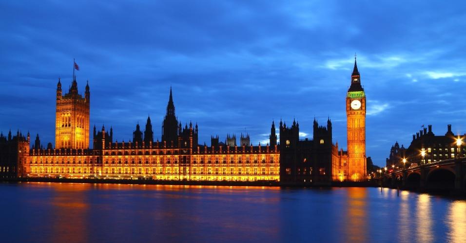 https://i2.wp.com/imguol.com/c/entretenimento/2013/08/23/a-noite-o-parlamento-e-o-big-ben-se-iluminam-em-londres-1377297883588_956x500.jpg